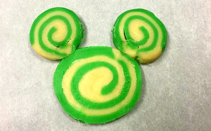 Mickey Christmas Swirl Cookies | OHMY-CREATIVE.COM | Pinwheel Cookies | Spiral Cookies | Pinwheel Recipes | cookie swirl | Swirl Sugar Cookies | Christmas Cookies | Mickey Mouse Cookies | Minnie Mouse Cookies | Disney Cookies