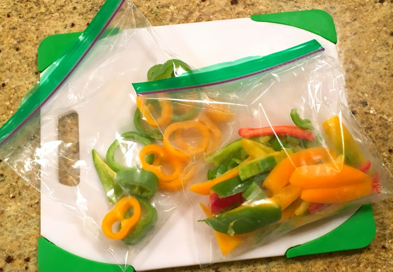 How To Freeze Peppers: Freezing Bell, Hot and Sweet Peppers. Peppers are a food you can quickly freeze raw without blanching first. Great for adding to recipes and Thawed, raw peppers still retain some crispness and might also be used raw in uncooked dishes. | OHMY-CREATIVE.COM | Freezing Peppers | How to Freeze Hot Peppers | How to Freeze Green Peppers #freezingpeppers #howtofreezebellpeppers #howtofreezegreenpeppers #howtofreezepeppers #howtofreezejalapeno