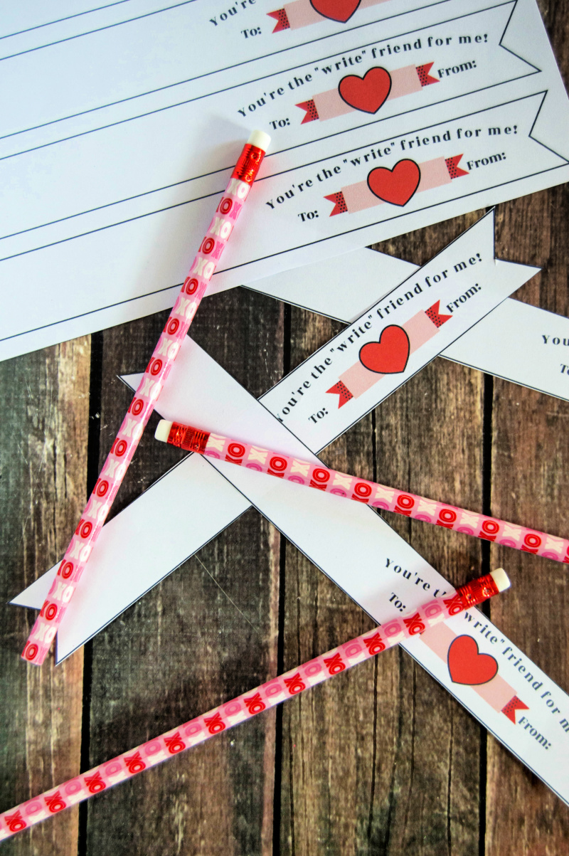 Make these Free Pencil Valentine Printable Banner the kids will love to give and receive. Using the free Valentine Printable these are easy to make for kids of all ages! OHMY-CREATIVE.COM #valentinesday #valentinecard #valentinefreeprintable #pencilvalentine #pencilbannerprintable