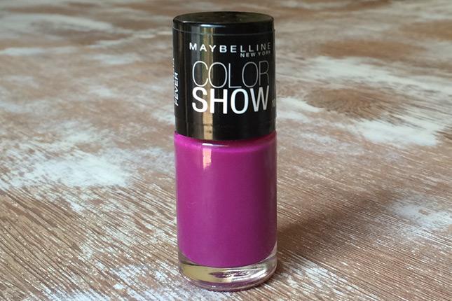 No blog tem a resenha de mais um esmalte da Maybelline, o Fuchsia Fever!
