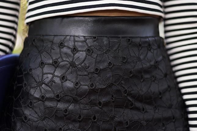 Os detalhes da saia de couro são de babar!