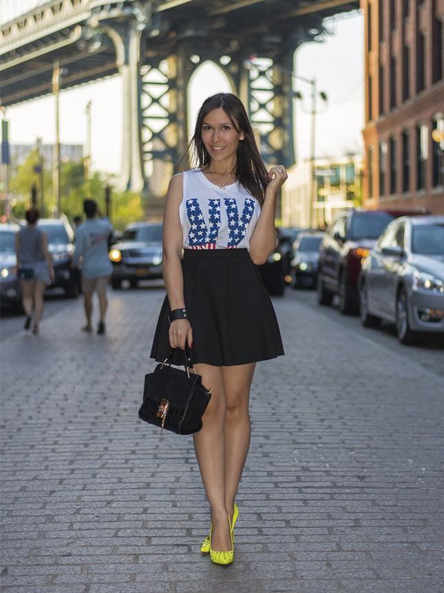 Veja o look do dia da blogueira Mônica Araújo em Nova York.