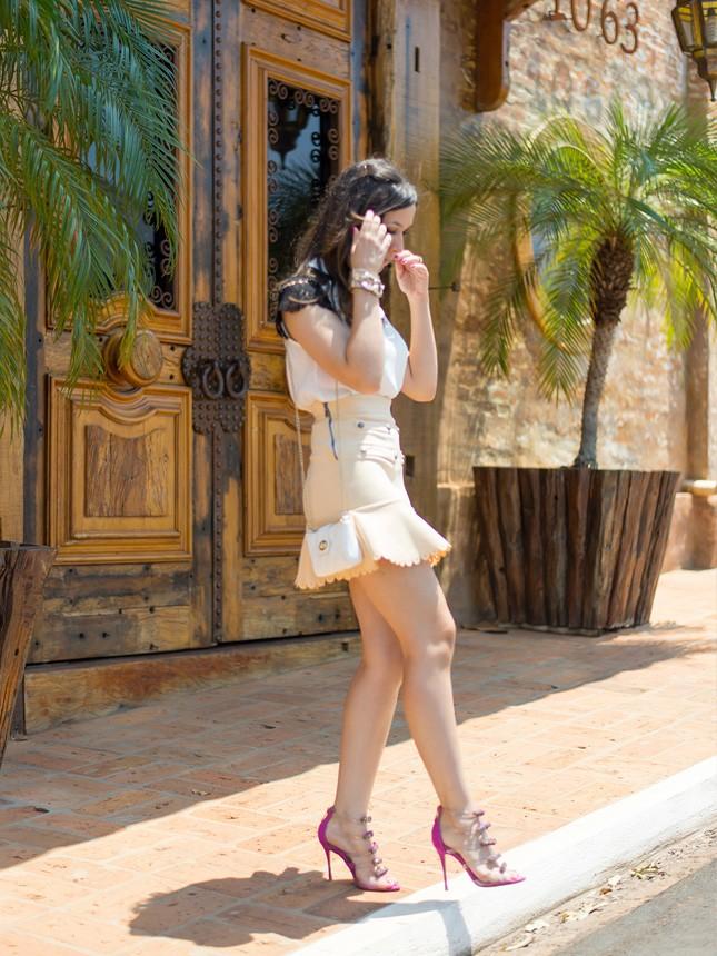 A blogger Mônica Araújo te mostra um look perfeito para o verão com essa saia fofa da Cloude, vem ver!