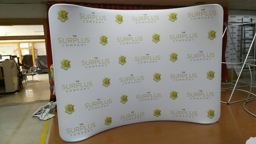 Step and Repeat with Curved Frame