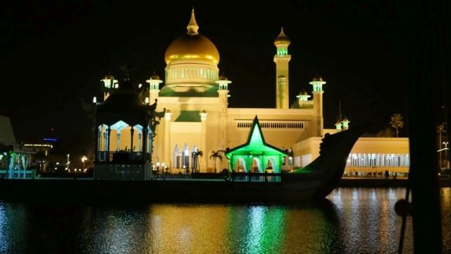 Brunei: das Sultanat in Borneo. Mosche in Bandar Seri Begawan