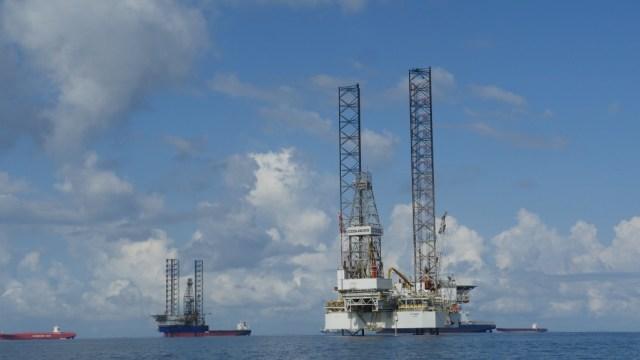Ölplattform in der Bucht von Labuan