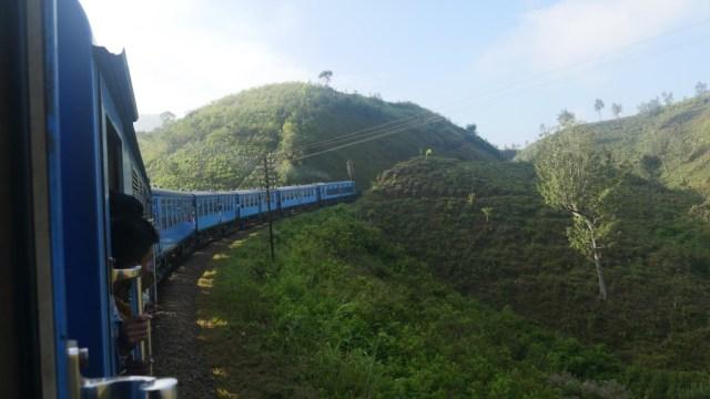 Mit Buss und Bahn durch Sri Lanka: Zug kurz nach Ella