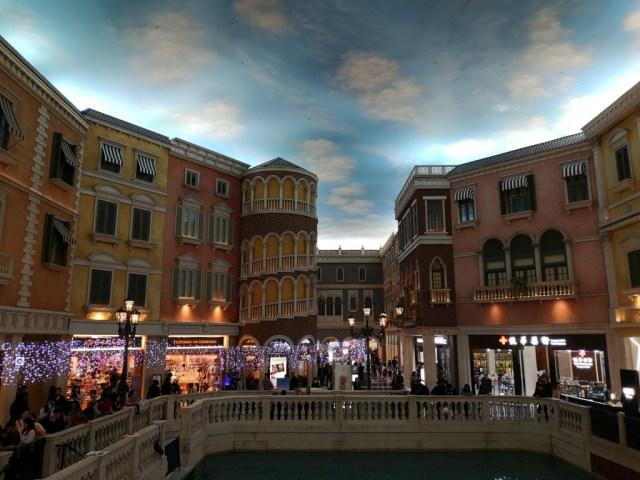 Indoor-Venedig in Macau - Nachbildung von Palazzi und Kanälen mit künstlichem Himmel