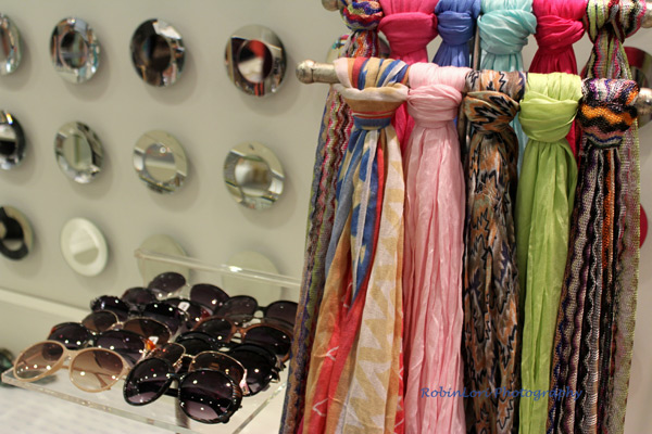 ♥ ♥ ♥ Love these scarves!