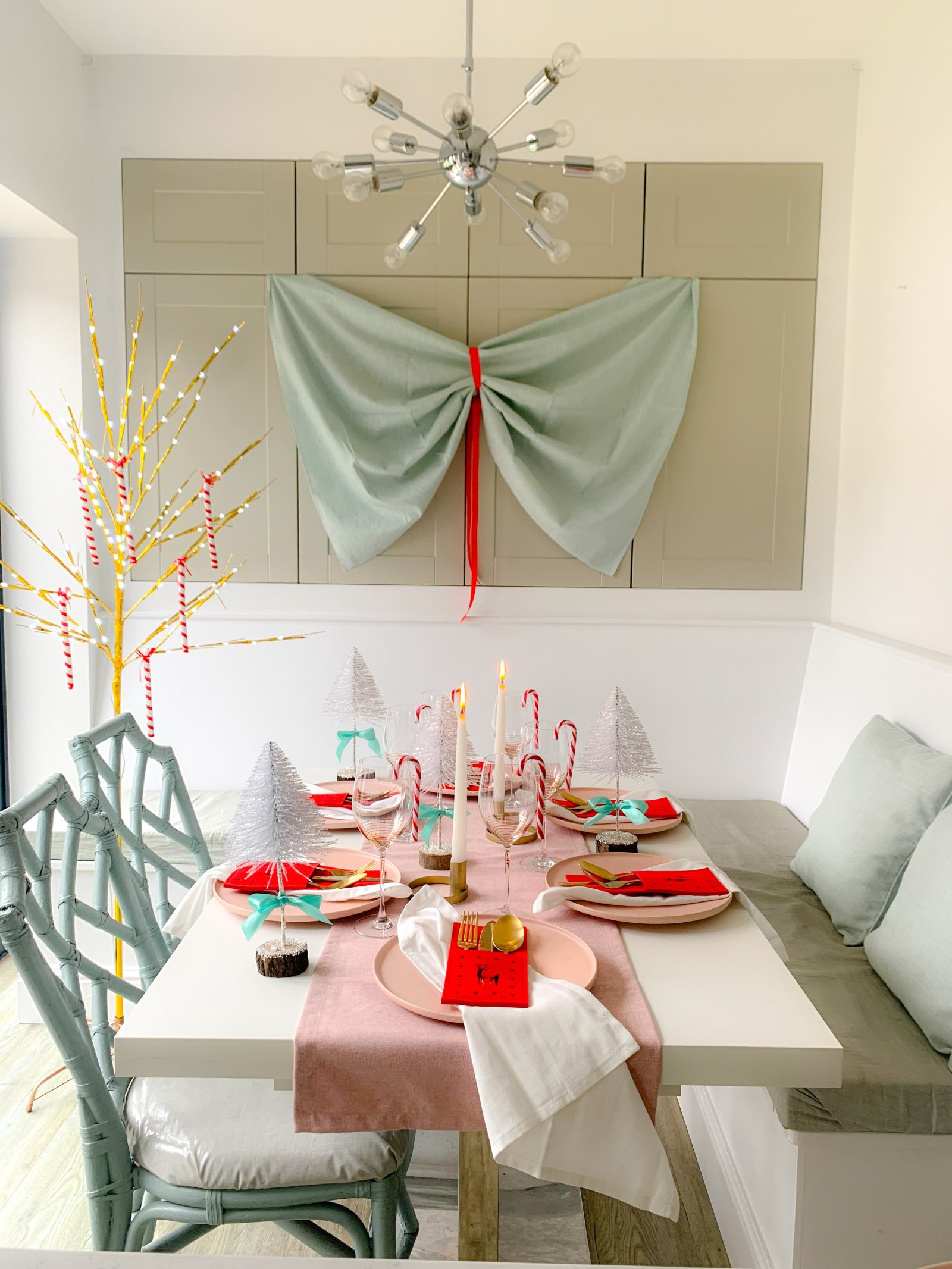 Perfectly pastel Christmas table decorations