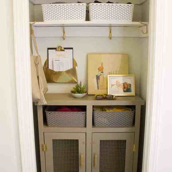 DIY  //  MINI MUDROOM