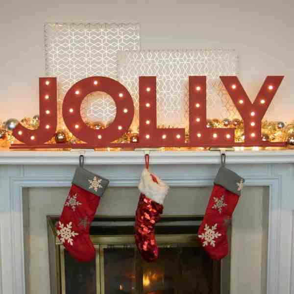 DIY  //  HOLIDAY MARQUEE SIGN FEATURING CRAFTCUTS