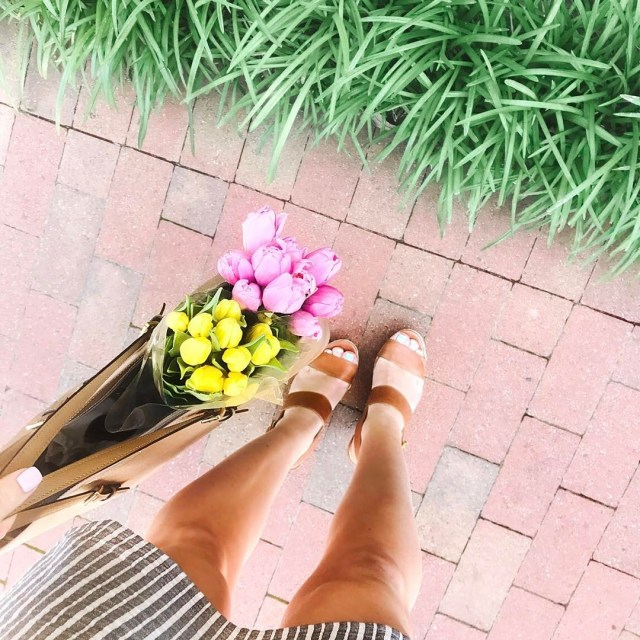 Sunday strolls in this beautiful weather! Picked these tulips uphellip