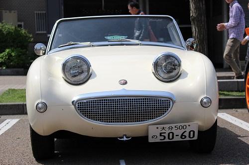 私の最も好みの車「オースチン・ヒーレー・スプライト」も、晴れ空の下、この表情!!