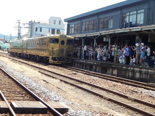 日田駅に到着した或る列車