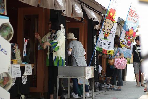 鉄道神社参道が日田色に。
