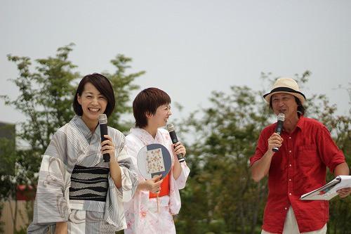 ひた観光親善大使の、きどゆういちさん・安元佳奈さん、岡野涼子さんのトークショーでは笑いが炸裂!