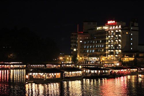 昨晩の「ひた三隈川船上観月祭」の光景