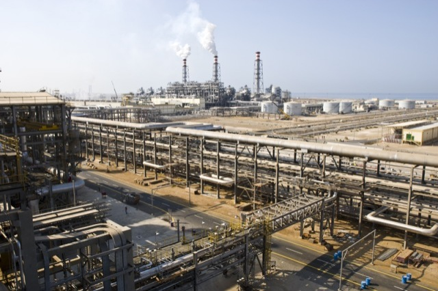 Iraq Seeks to Build Four New Refineries, but ISIS Still a