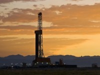 Rig Count Decreases, Oil Price Volatile