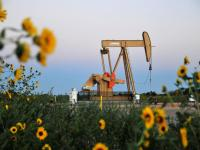 Small U.S. oil and gas companies get cold shoulder from large banks