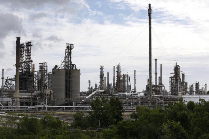 U.S. crude stockpiles jump sharply as refiners cut activity: EIA-oag360
