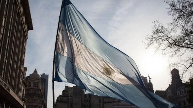 Fitch rebaja calificación de Argentina a CCC