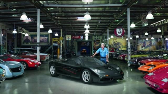 28/11/2019. Un multimillonario con sus carros de lujo.