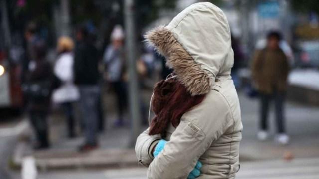 28 noviembre 2019, riesgos, comunes, diciembre, mujer, frío, frente frío, bufanda, guantes, ropa caliente.