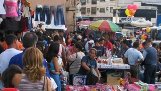 02 diciembre 2019, empleo informal en México, locales ambulantes, personas, negocios callejeros