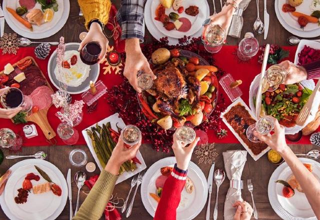 09 diciembre 2019, cena navideña, cena, familia, brindis, celebración