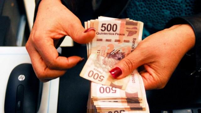 04 diciembre 2019, operativo aguinaldo seguro, dinero, manos, mujer, aguinaldo, efectivo, billetes de 500
