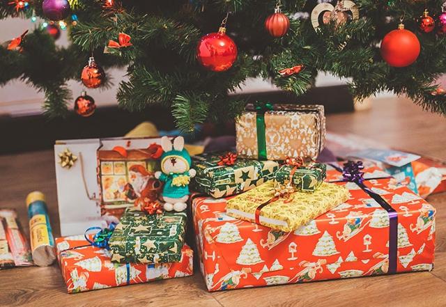 09 diciembre 2019, regalos de navidad, regalos, árbol de navidad, intercambio, obsequios