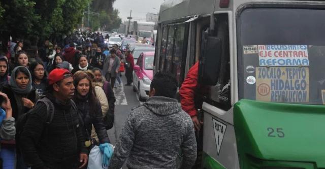 23 de diciembre 2019, Transporte de la Ciudad de México, transporte público, personas, camiones