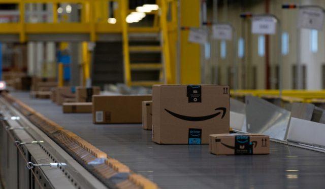 Amazon, dinero, compras, caja de un envío de Amazon (Imagen: Especial)