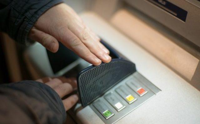 dinero, cajero, uso de cajero automático (Imagen: Especial)
