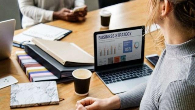 06 de enero 2020, Tips de finanzas para freelance, Persona, Trabajo, Trabajo independiente, Freelance, café, computadora