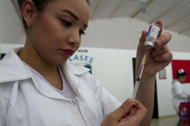 27 de enero 2020, Vacunación, Mujer, Enfermera, Inyección, Jeringa, Medicina