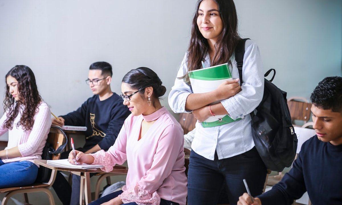 Becas para universitarios, Universitarios, Estudiantes, Personas, Alumnos, Beca