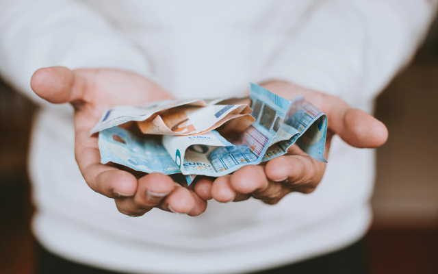 07 de febrero 2020, Billetes, Dinero, Efectivo, Persona, Billetes, Bacterias