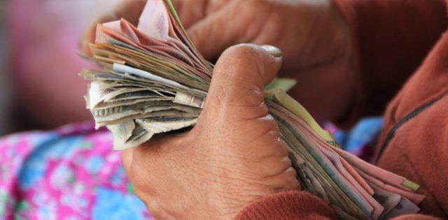 19 de febrero de 2020, billetes en la mano (Imagen: Unsplash)