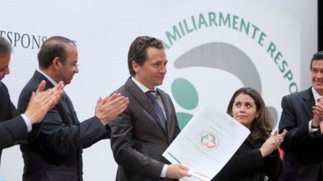12 de febrero de 2020, Emilio Lozoya recibe un reconocimiento (Imagen: Twitter @EmilioLozoyaAus)