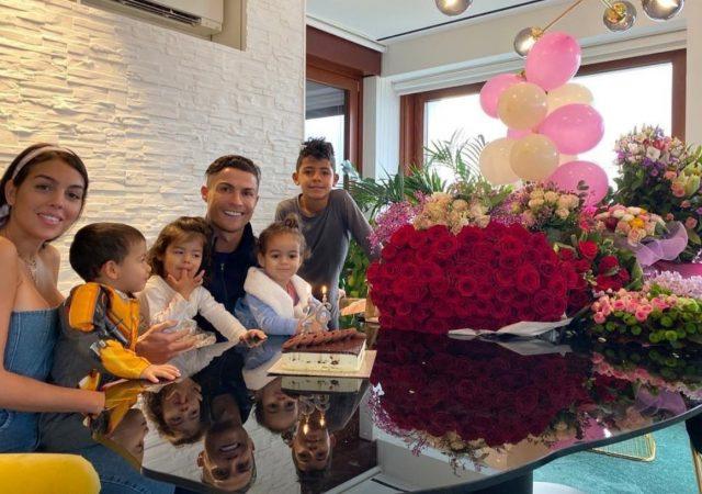 18 de febrero de 2020, Cristiano Ronaldo con sus hijos (Imagen: Twitter @Cristiano)