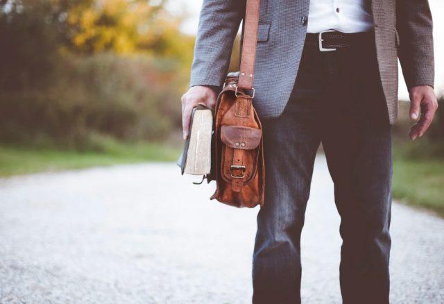 6 de febrero de 2020, un hombre busca empleo (Imagen: Unsplash)