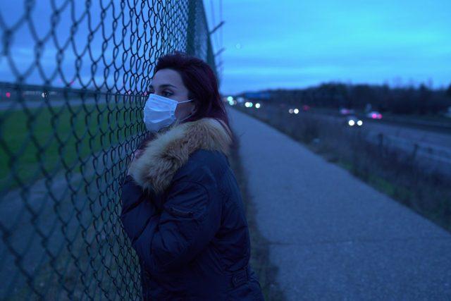 mujer con cubrebocas (Imagen: Unsplash)