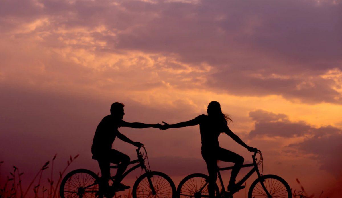 17 de febrero de 2020, pareja en bicicleta (Imagen: Unsplash)