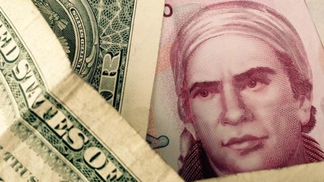 dólar y peso mexicano (Imagen: Twitter: @galvanochoa)