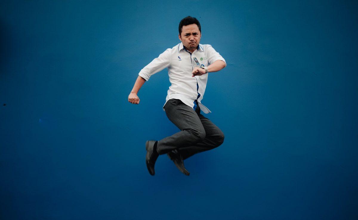 hombre feliz por trabajar (Imagen: Unsplash)