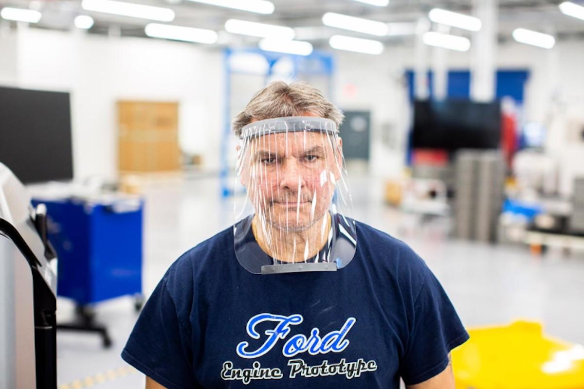 26 de marzo de 2020, trabajador de Ford (Imagen: Twitter @SoyMotorCoches