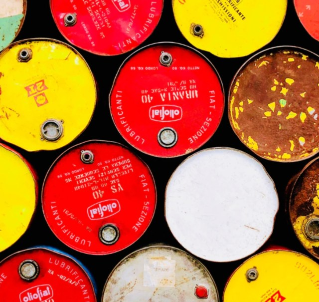 Barriles de petróleo, economía petrolizada